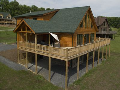 Stunning log home on Fantasy Valley Golf Course