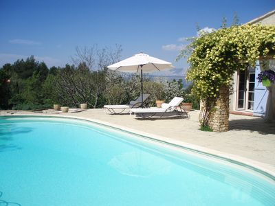 Photo for Apartment in a villa in the heart of Provence