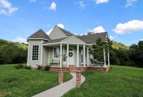 Photo for 1BR Cottage Vacation Rental in Woodbury, Tennessee