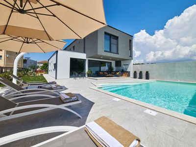 Photo for Newly built villa with private pool, 4 bedrooms, 4 bathrooms, air conditioning, WiFi, barbecue, sun terrace and only 2 km from Novigrad