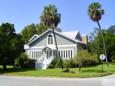 Beautifully maintained property only a block from the Gulf of Mexico
