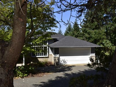 Photo for Beautiful newly renovated executive home with modern, open ambiance.
