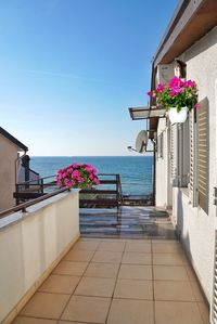 Photo for Holiday apartment Apartment with large terrace, sea view, close to the beach