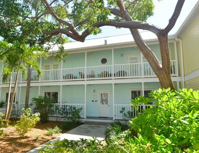 Heart of Old Town, Truman Annex Beautiful Large 1st Flr, 2BR KING/twins, Pool