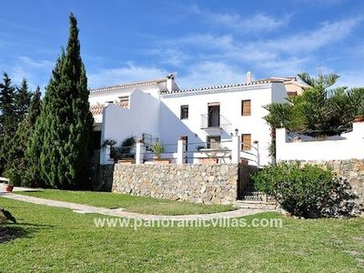 Photo for 4 bedroom Villa, sleeps 9 in Benalmádena with Pool, Air Con and WiFi