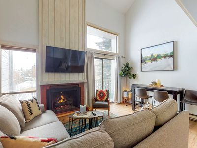 Photo for NEW LISTING! Cozy condo w/access to shared pool/hot tub & tennis court