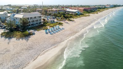 Mainsail Beach Inn 3 Bedroom Beach Facing  Unit