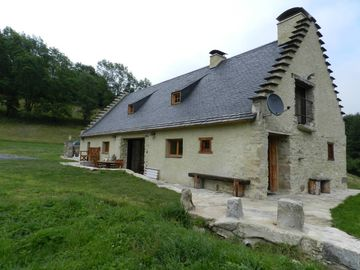 Charming cottage with outstanding views of the Pyrenees