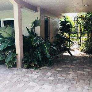 Photo for Tropical Paradise close to the Beach! 2/1 Newly Remodeled