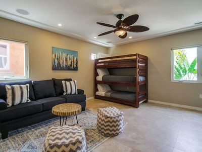 Large Beach Home with Air Conditioning + 4 Car Parking