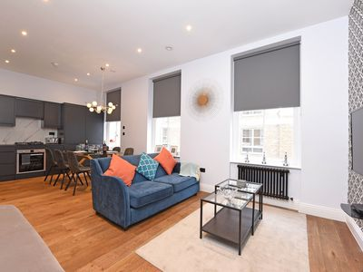 Photo for Three-bedroom Superior Apt near Victoria Station