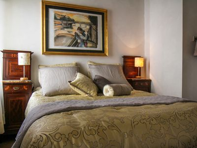 Photo for Elegant apartment 200 steps from the Coliseum
