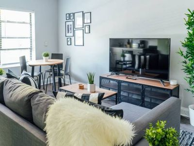 Photo for Charming Apartment Near Wrigley   Cubs   Food   Netflix MA2