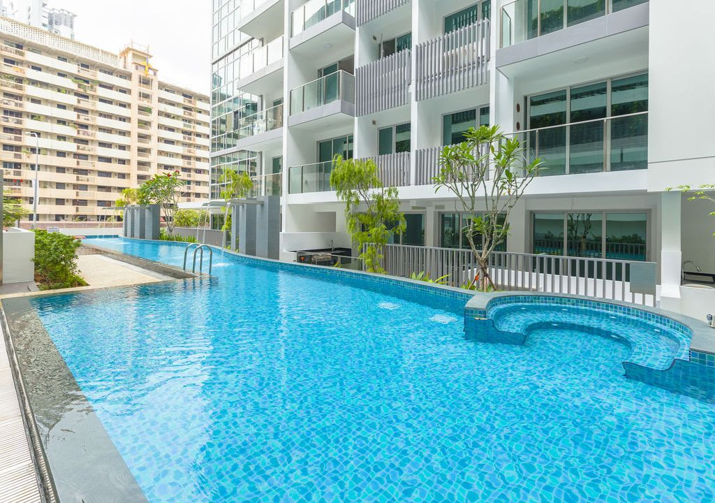 Lovely Stay 5 mins Walk to MRT (3BR)