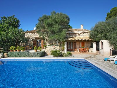 Photo for This 3-bedroom villa for up to 6 guests is located in Sineu and has a private swimming pool, air-con