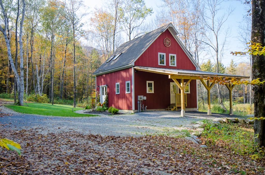 New luxury barn on 8 acres booking win vrbo for Luxury barn homes