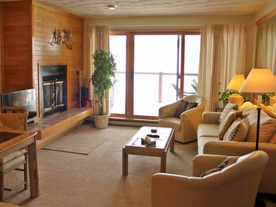 Photo for EB104-Conveniently located 1 bedroom unit with Lake Dillon views from deck