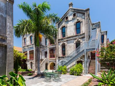 Historic Treasure in Galveston – Great for Families & Minutes to the Beach