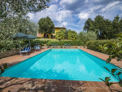 Photo for Lucca private pool house. WIFI Bike rent. Dinner by the owners. Authentic Tuscan