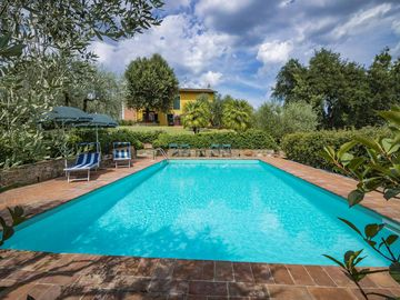 Lucca private pool house  WIFI Bike rent  Dinner by the owners