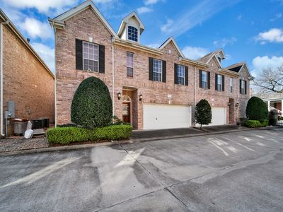 Photo for Three-level townhome w/gas fireplace, enclosed backyard-close to Galleria Mall!