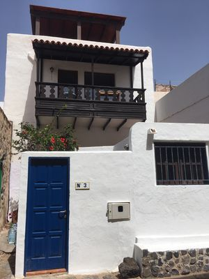 Photo for Lovely rustic Canarian house next to the sea