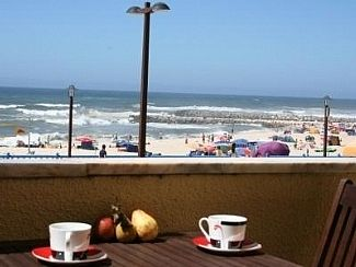 Breakfast to the beach and sea