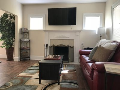 Beautiful! Professionally Cleaned, Self Check In - Sleeps 8