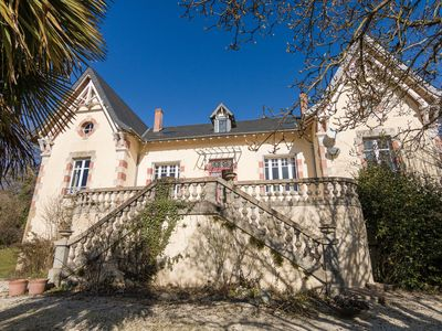 Photo for Beautiful Mansion with Private Pool in Aquitaine
