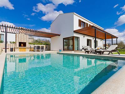 Photo for 3 bedroom Villa, sleeps 6 in Grubiši with Pool, Air Con and WiFi