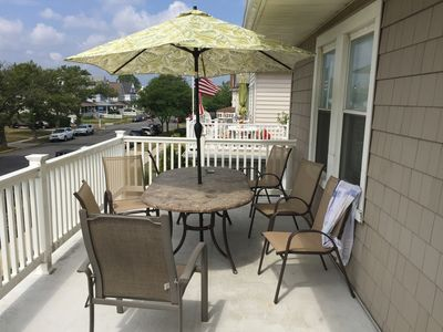 Outdoor dining on deck