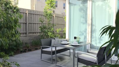 Photo for Deluxe Brighton 3B Apt With Private Garden Free PARKING+WIFI+Smart TV