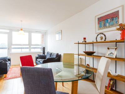 Photo for Bright and colourful 2 bed flat in Islington