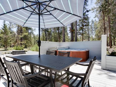 Photo for Family-friendly house w/ private hot tub, large deck, and 8 SHARC passes!