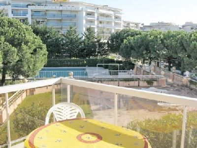 Photo for 45m2. Bright enclosed garage. Directly on the beach, pool, close to the shops.