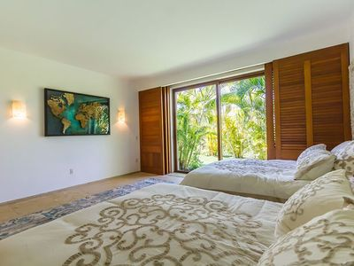 Photo for Luxury Condo with Pool & Garden, Inside The Gates between St Regis & Four Season