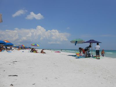 Fun in the sun, beautiful white beaches of Destin