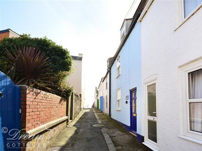 Photo for 4BR Cottage Vacation Rental in WEYMOUTH, South West England