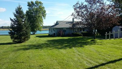 Ranch style, waterfront property!  Great for boat watchers. Freighters galore!