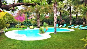 """""""ALL NATURE""""- Private Oasis.15km to airport. 25 km to Valencia. Sleeps 14+3"""