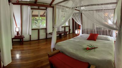 Photo for Spectacular bungalow suite with jacuzzi jungle surrounded near to the beach