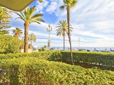 Photo for Smart and Cosy flat on the Promenade des Anglais