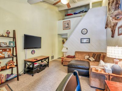 Photo for Conveniently located condo w/shared jacuzzi, sauna & swimming pool!