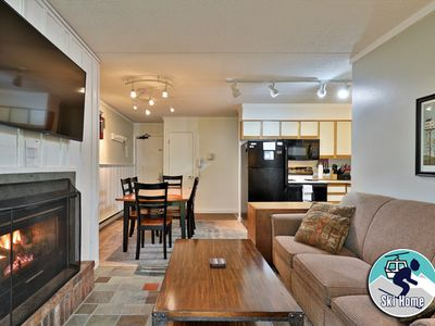 Nicely decorated condo with shuttle to Slopes/Ski home Whiffletree I3