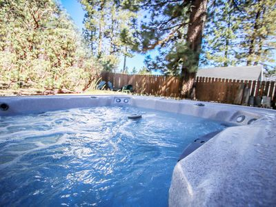 HOT TUB! WALK to SUMMIT SKI SHUTTLE! Close to SLOPES! Village
