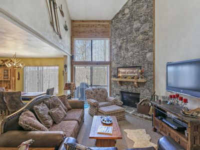 SPECTACULAR 2-LEVEL 7 SPRINGS CONDO-SWISS MOUNTAIN VILLAGE-3BR 3BA SLEEPS 12