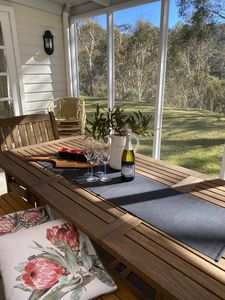Alfresco Screen room - relax with a glass of bubbles and enjoy the afternoon