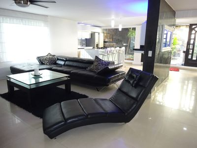 8 BR Luxury 6000 S.F. Mansion W/ 2 Bars Hot Tub/ Bbq and a/C