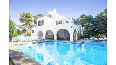 Photo for 9 bedroom Villa, sleeps 9 with Pool, FREE WiFi and Walk to Shops