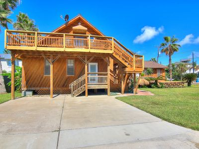 Photo for Fabulously eclectic Island home! Super close to the jetty!